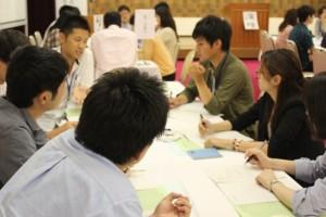 8つの分散会でグループ討議