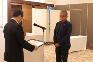 功労表彰を受けられる相川前会長