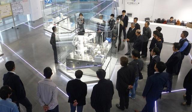 ロボットの特徴・役割等の説明を受ける