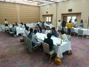 4つのグループで女性活動の課題と活性策をテーマにディスカッション