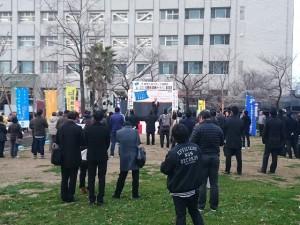 佐賀市役所前公園で開催した集結集会