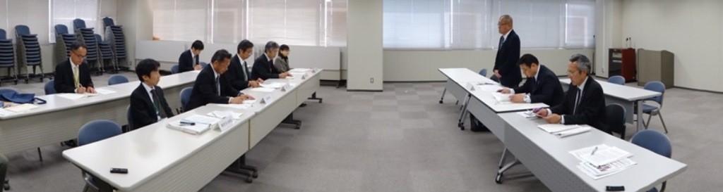 佐賀労働局への要請、意見交換風景
