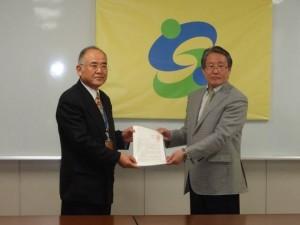 青栁会長より秀島佐賀市長へ要請書提出