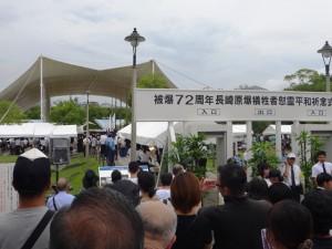 長崎原爆犠牲者慰霊平和祈念式典に参加(原爆投下時間11時2分に黙祷)