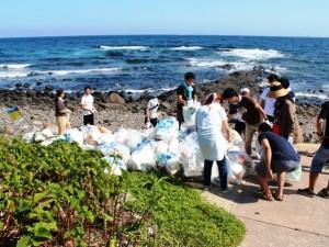2日目の朝、ボランティア活動として海岸清掃